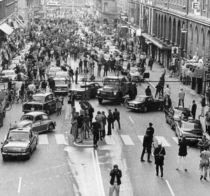 40-First-morning-after-Sweden-changed-from-driving-on-the-left-side-to-driving-on-the-right-1967